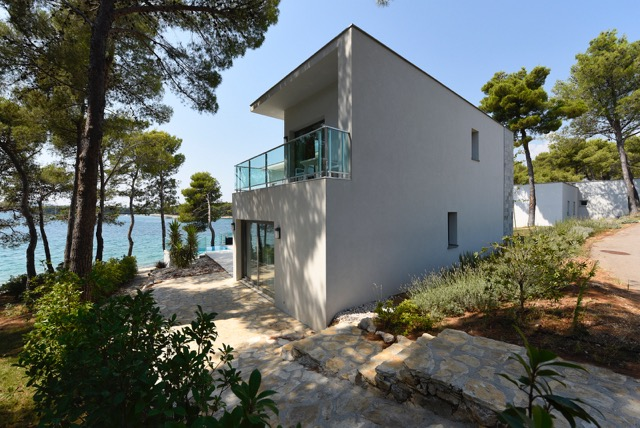Modern-villa-at-sea-5